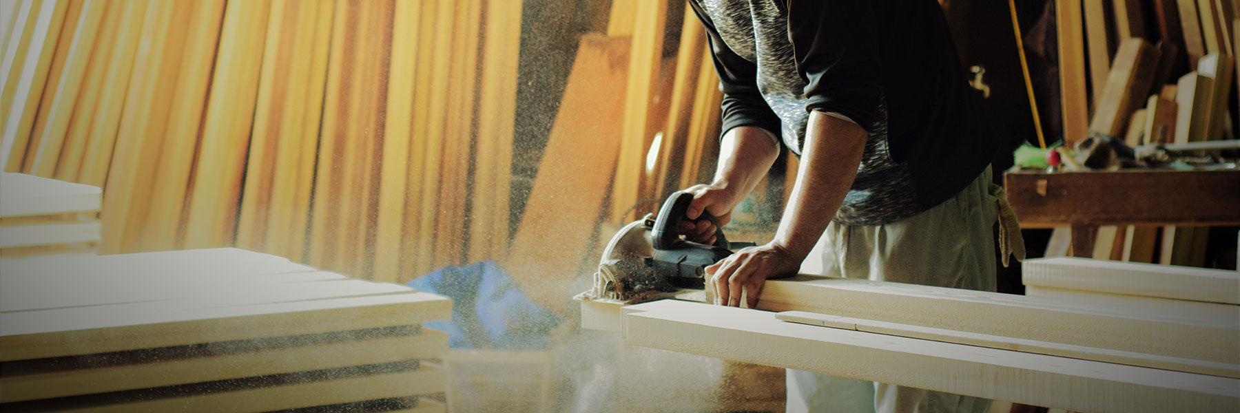 お買い求めいただいた材木の加工ができる作業所も完備。DIYをサポートいたします。